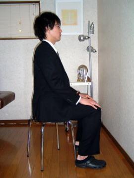 香川 猫背 座位