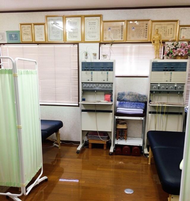 物療室 ベッド